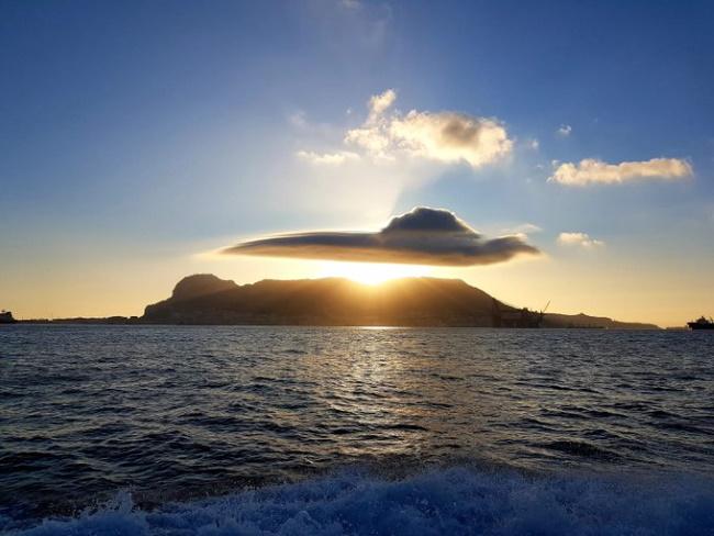 НЛО или облако? 1