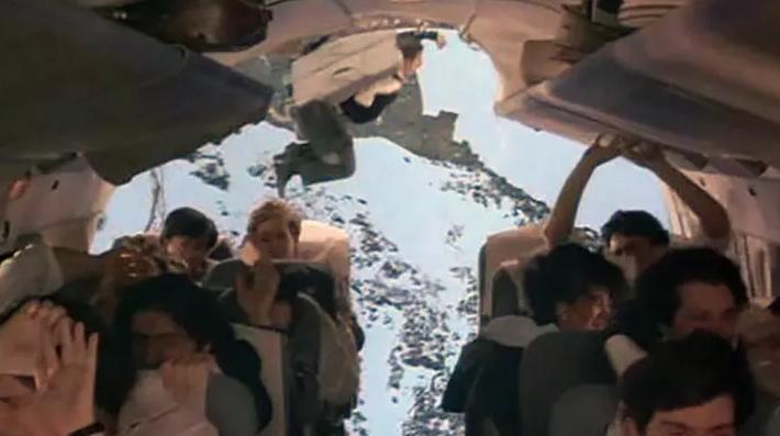 Что случится, если открыть дверь в салоне самолёта в воздухе?