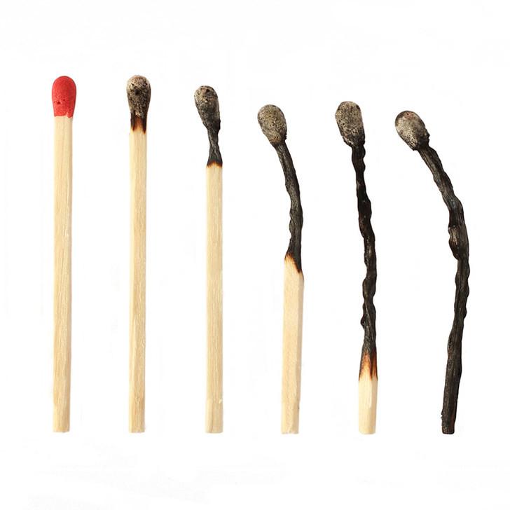Почему спичка, сгорая, образует форму булавки