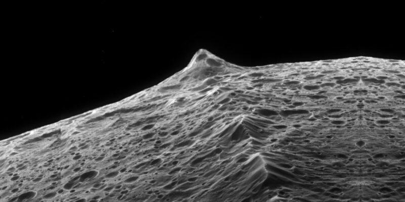 У спутника Сатурна Япета