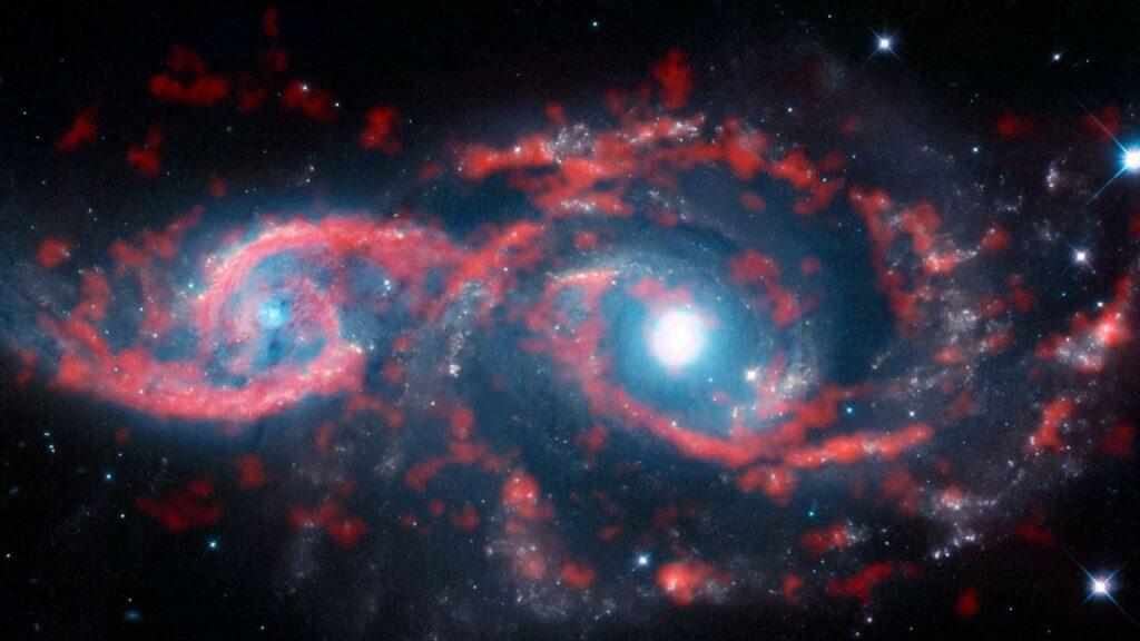 Встреча двух спиральных галактик